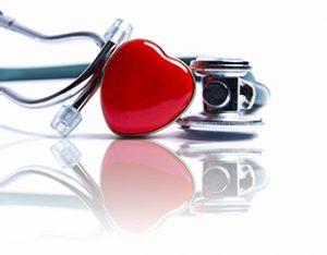 estetoscopio y corazón rojo