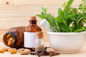 medicamentos, hierbas y aceite